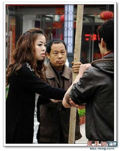street-pole-dancing-3