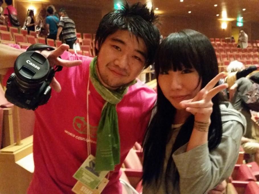 A Tsubasa esteve no WCS para assistir os guris no palco.